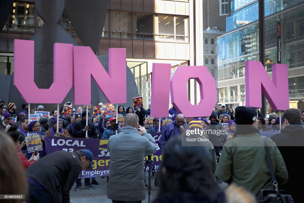 Union Supporters Rally In Chicago As Supreme Court Hears Janus v AFSCME : Foto jornalística