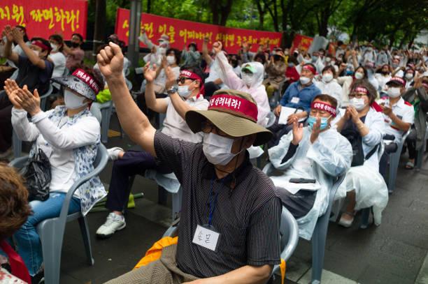 KOR: SillaJen Shareholders Rally In Seoul