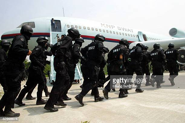 Members of the South Korean Special Weapons and Tactics team participate in anti-terrorism exercises at a training camp on May 30, 2005 in Seoul,...