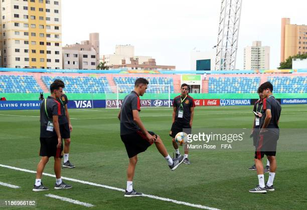Members of the Spain side warm up prior to kick off during the FIFA U-17 World Cup match between Spain and France at the Estádio Olímpico Pedro...