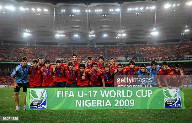 Members of the Spain team line up for a team photo after coming third during the FIFA U17 World Cup Final match between Switzerland and Nigeria at...