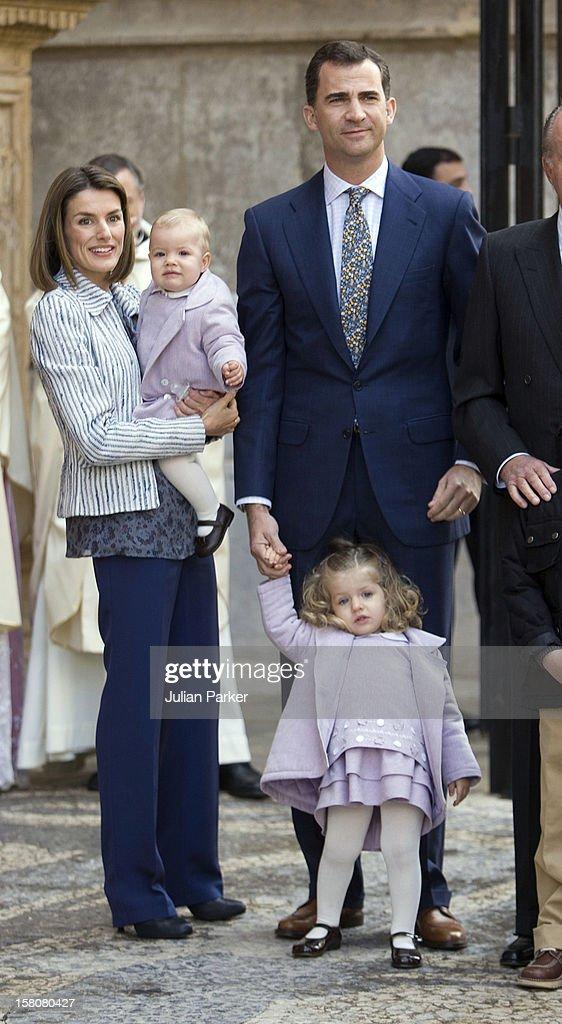 Spanish Royal Family Attend Easter Sunday Church Service - Mallorca : News Photo