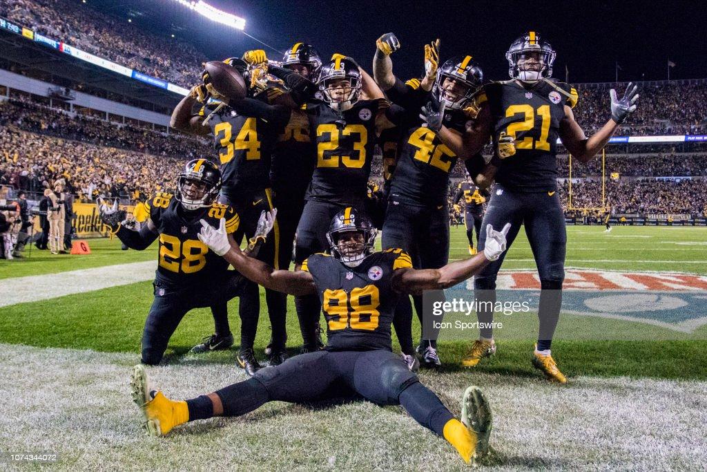 NFL: DEC 16 Patriots at Steelers : News Photo