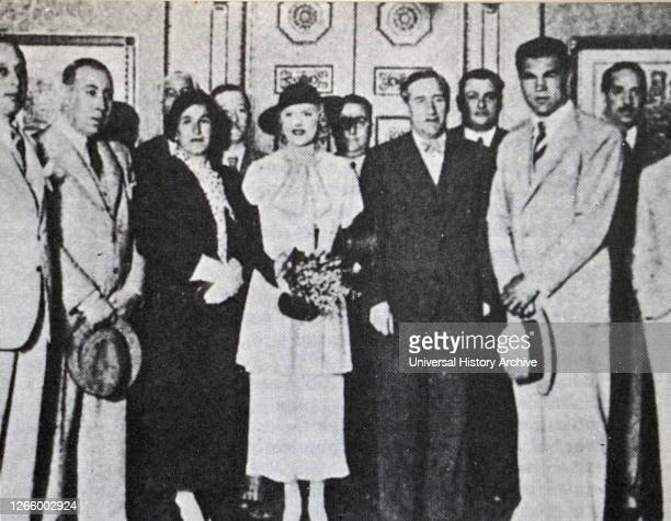 Members of the Straperlo scheme with famous athletes. Spain 1933. Two Dutch partners, Daniel Strauss, and Jules Perel with a third female partner,...