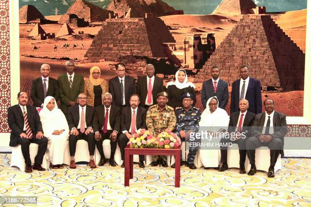Members of the Sudanese cabinet pose for a photograph, with the new Prime Minister Abdalla Hamdok , after taking oath at the presidential palace in...