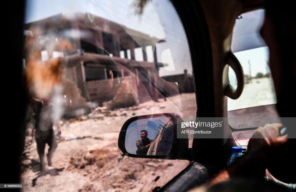 TOPSHOT-SYRIA-CONFLICT-RAQA : Fotografía de noticias