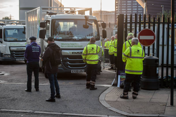 GBR: Tower Hamlets Key Workers To Strike Over Plans To Sack And Re-hire