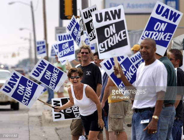 Members of the United Auto Workers strike in front of the General Motors Flint Truck Assembly Plant September 25 2007 in Flint Michigan The UAW...