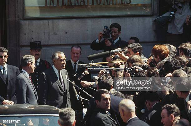 Members of the United States diplomatic delegation led by W Averell Harriman and Cyrus Vance meet members of the press as they arrive for initial...