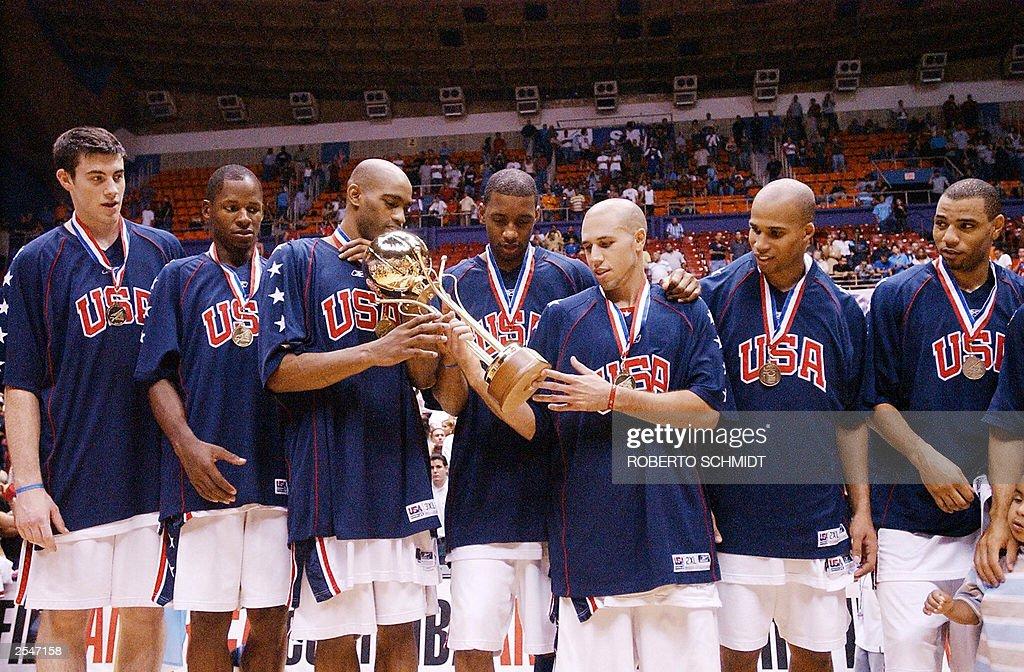 Members of the US Men's national basketb : News Photo