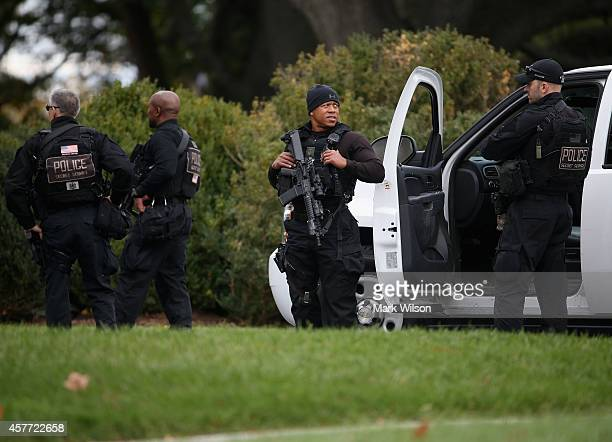 Members of the US Secret Service are stationed on the front lawn of White House October 23 2014 in Washington DC Last evening Dominic Adesanya of Bel...