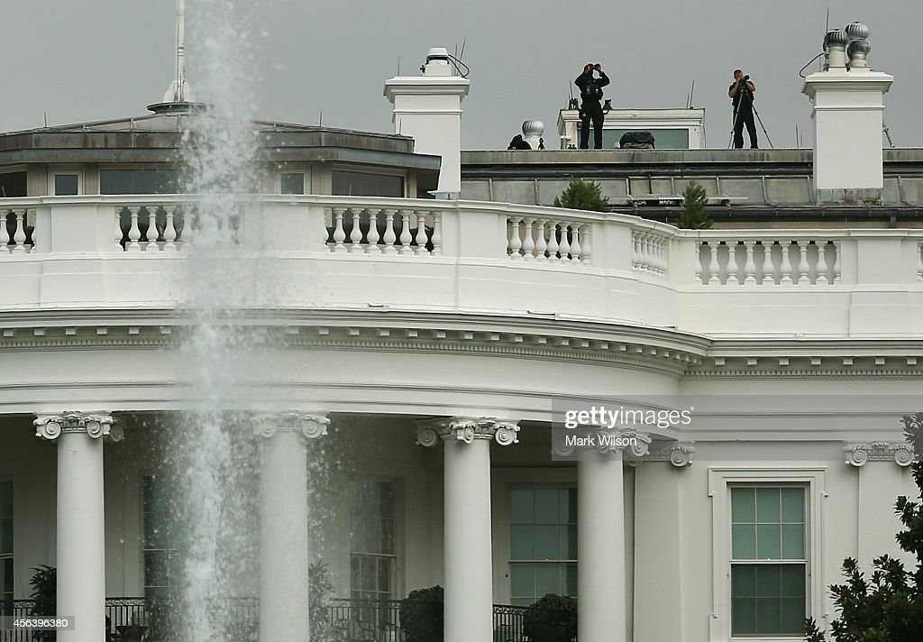Members of the US Secret Service stand watch on the roof of White House September 30, 2014 in Washington, DC. White House intruder Omar Gonzalez, the man arrested last week after jumping the White House fence, went deeper into the building than what was previously reported.