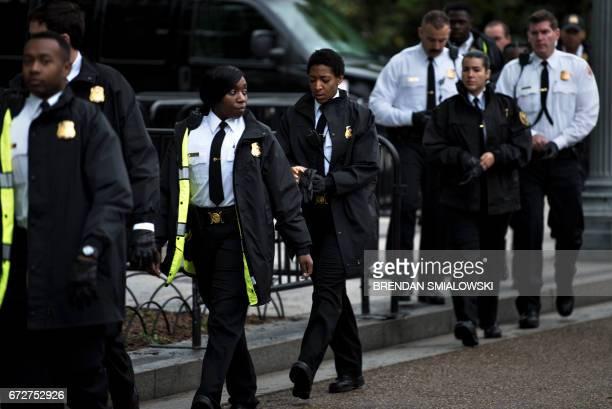 Members of the US Secret Service walk on Pennsylvania Avenue outside the White House April 25 2017 in Washington DC / AFP PHOTO / Brendan Smialowski
