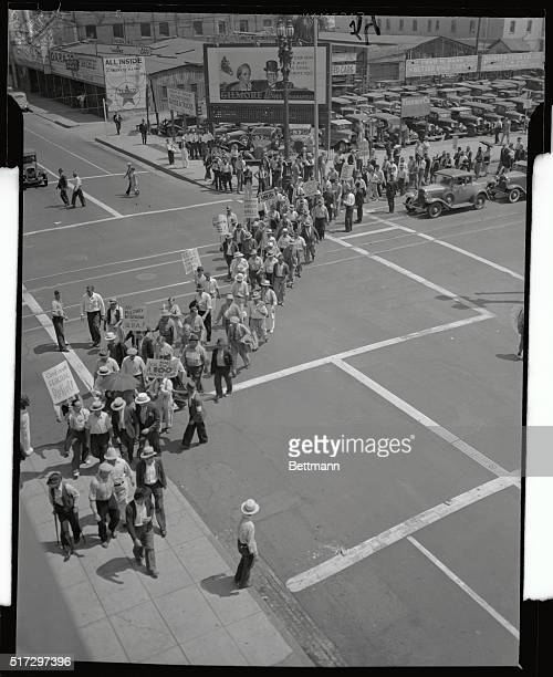 Members of the Workers Alliance, composed of 800 WPA workers and unemployed men, marched on the Chamber of Commerce Building in Los Angeles,...