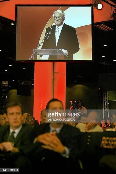 Members of the world petroleum industry listen as US Chevron Texaco President David J O'Reilly speaks 04 September 2002 in Rio de Janeiro Brazil...
