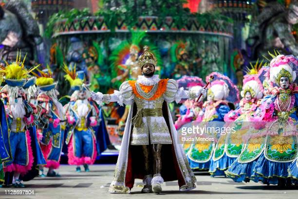 Members of Unidos de Vila Isabel Samba School perform during the parade at 2019 Brazilian Carnival at Sapucai Sambadrome on March 04, 2019 in Rio de...