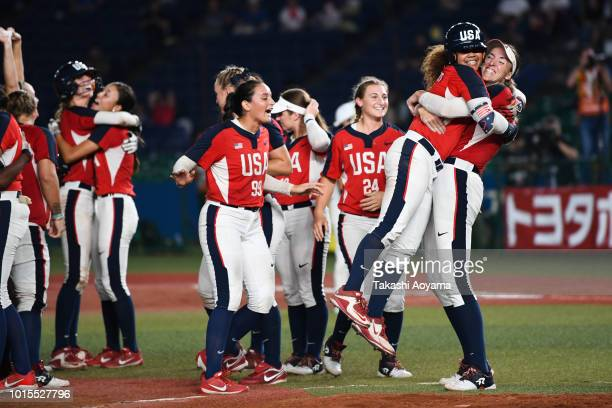Members of United States celebrate after defeating Japan 76 in the World Championship Final at ZOZO Marine Stadium on day eleven of the WBSC Women's...