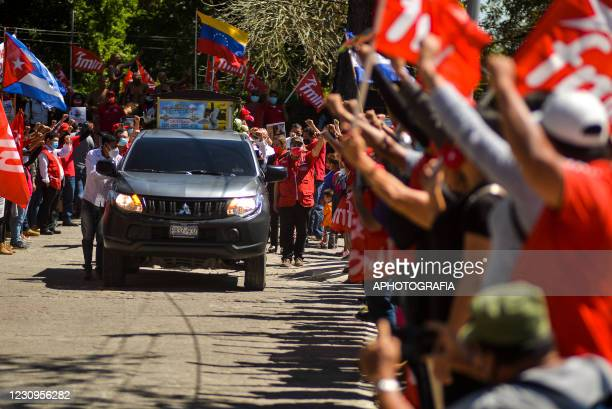 Members wave flags as the hearse of Juan de Dios Tejada member of the FMLN arrives to La Bermeja Municipal Cemetery on February 3, 2021 in San...