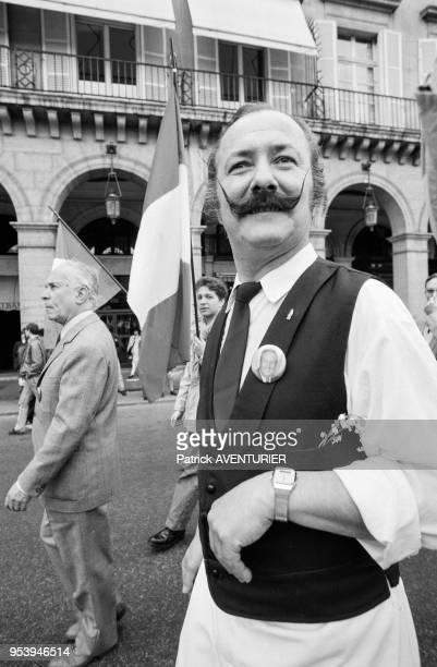 Membres du Front National lors de la manifestation en l'honneur de Jeanne d'Arc le 1er mai 1988 à Paris France