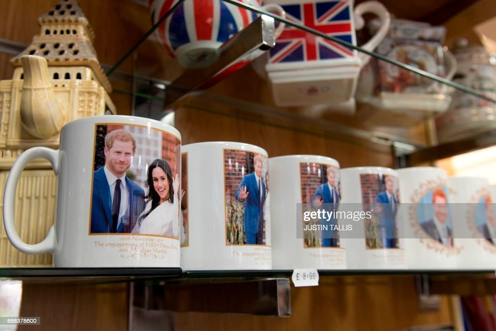 Memorabilia celebrating the engagement of Britain's Prince Harry to fiancée US actress Meghan Markle are pictured for sale in a gift shop in Windsor, west of London on December 8, 2017. Britain's Prince Harry will marry his US actress girlfriend Meghan Markle in Windsor, 25 miles west of London in May 2018. / AFP PHOTO / Justin TALLIS