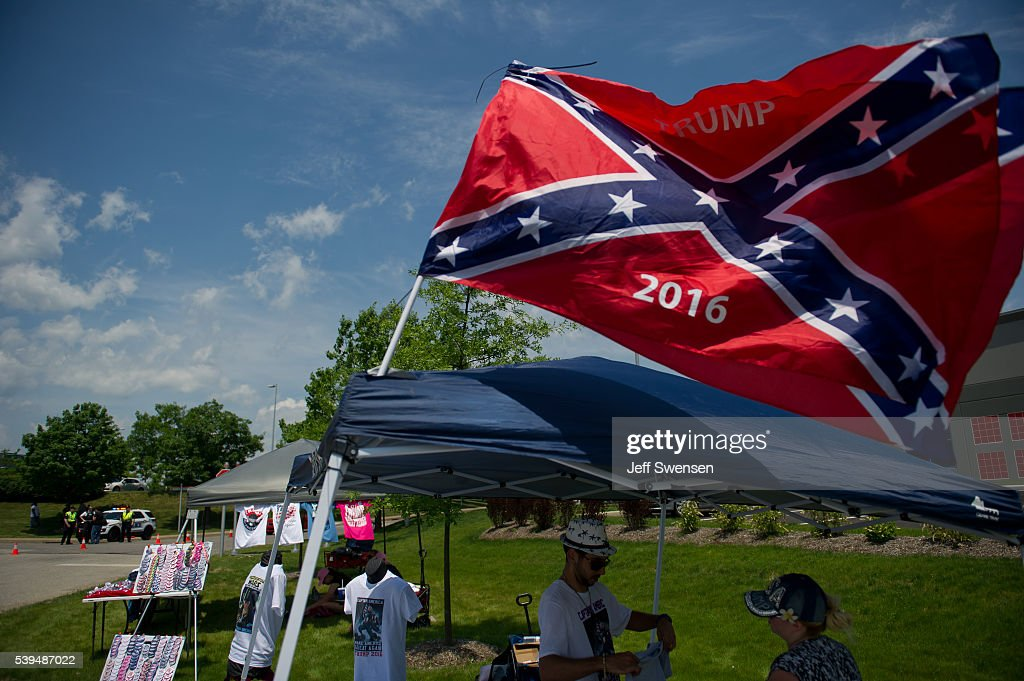 GOP Presidential Candidate Donald Trump Campaigns In Western Pennsylvania : News Photo