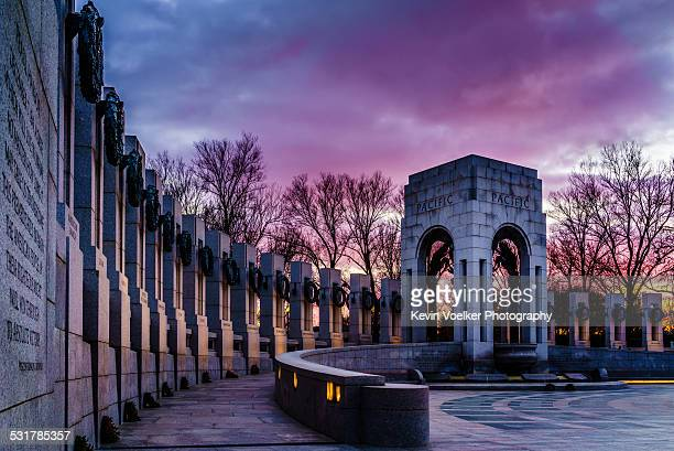 wwii memorial at twilight - war memorial stock pictures, royalty-free photos & images