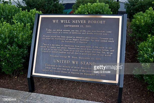 911 memorial, battleship cove, fall river, ma - 飾り板 ストックフォトと画像
