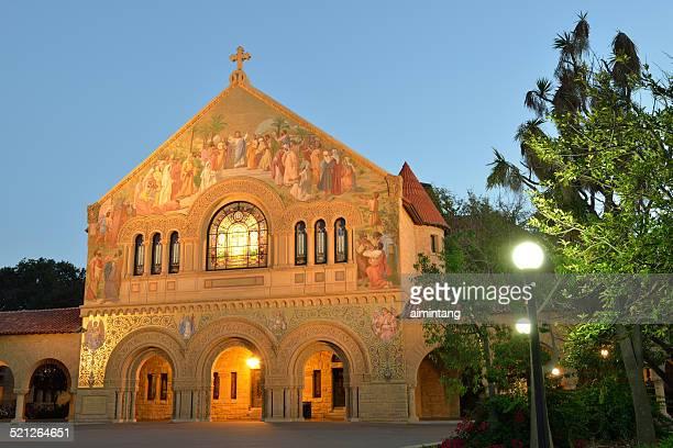 memorial church of stanford university at night - stanford universiteit stockfoto's en -beelden