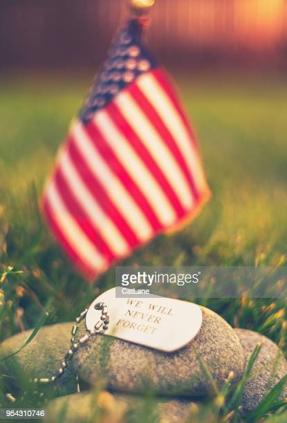 memorial day flag and dog tags in evening sunshine - memorial day remembrance stock pictures, royalty-free photos & images