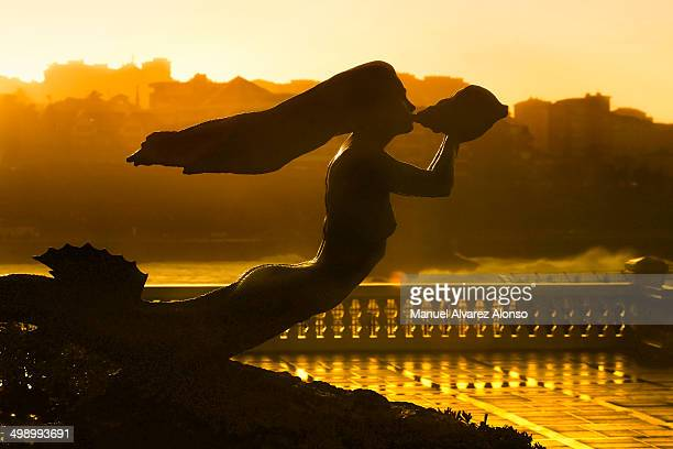 CONTENT] Memorial Mermaid Cantabrian Sea located on the Peninsula de la Magdalena at sunset