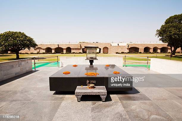 memorial of mahatma gandhi, raj ghat, delhi, india - raj ghat stock photos and pictures
