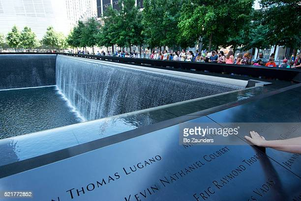 memorial pool - bo zaunders stock pictures, royalty-free photos & images