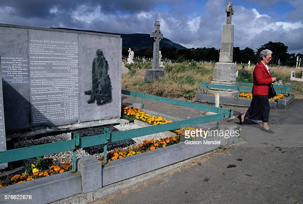 memorial to ira members in belfast - falls road stock pictures, royalty-free photos & images