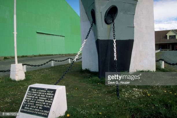 memorial to rescuers of shackleton - dave shackleton stock pictures, royalty-free photos & images