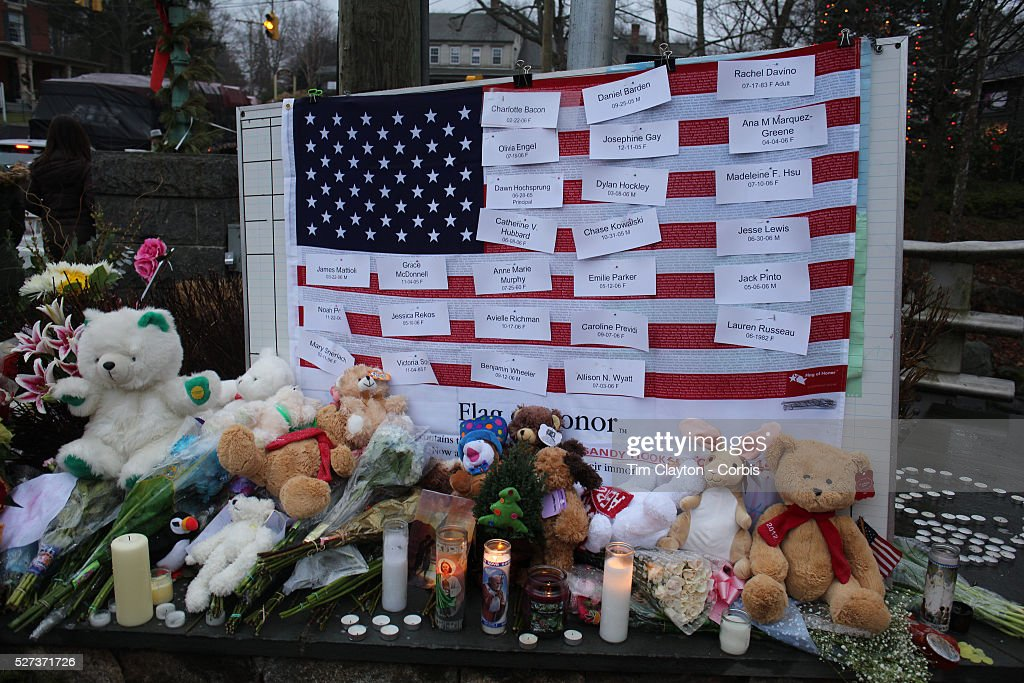 Shooting at Sandy Hook Elementary School, Newtown, Connecticut, USA. : News Photo