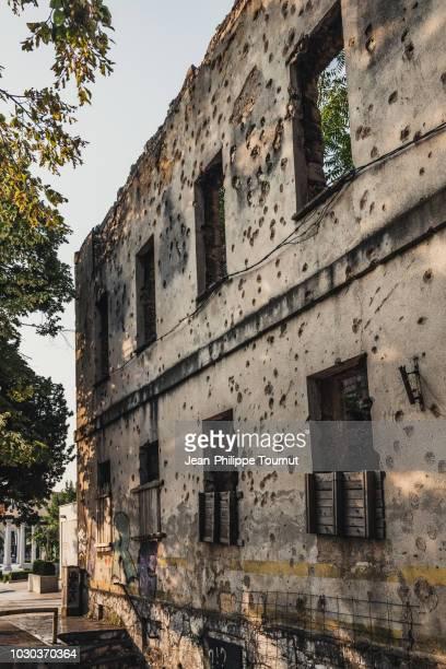 memories from the bosnian war, bosnia and herzegovina - guerre de bosnie-herzégovine photos et images de collection