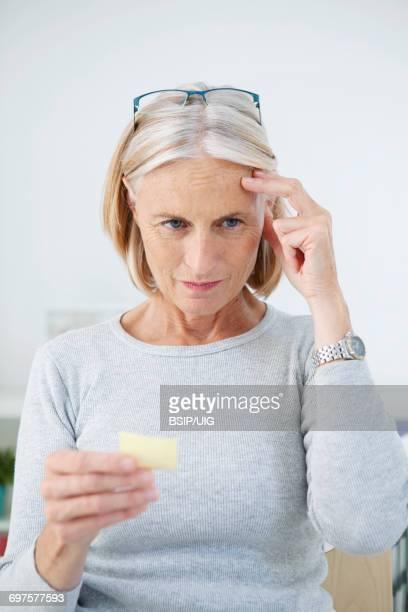 memory disorder - gedächtnisstütze stock-fotos und bilder