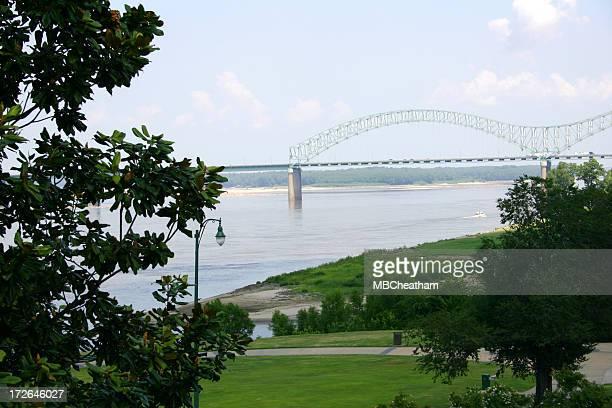 memphis bridge horizontal - tennessee v arkansas stock pictures, royalty-free photos & images