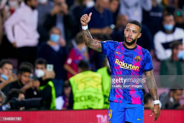 Memphis Depay of FC Barcelona acknowledges the supporters during the UEFA Champions League group E match between FC Barcelona and Dinamo Kiev at Camp...