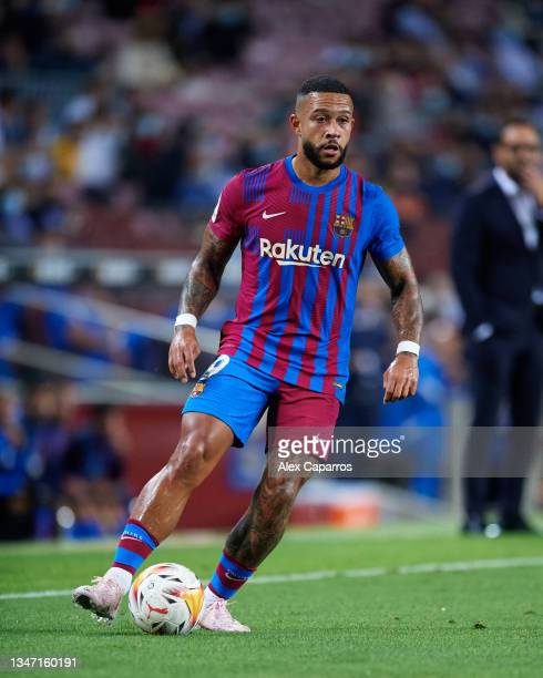 Memphis Depay of FC Barcelona controls the ball during the LaLiga Santander match between FC Barcelona and Valencia CF at Camp Nou on October 17,...