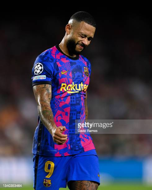 Memphis Depay of FC Barcelona shows his dejection during the UEFA Champions League group E match between FC Barcelona and Bayern München at Camp Nou...