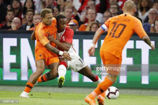 Memphis Depay of Holland Andre Carrillo of Peru Wesley Sneijder of Holland during the International friendly match match between The Netherlands and...