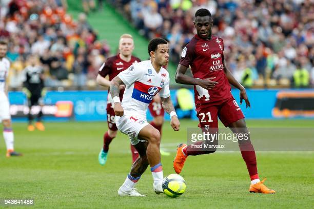 Memphis Depay of Lyon and Moussa Niakhate of Metz during the Ligue 1 match between Metz and Olympique Lyonnais at on April 8 2018 in Metz