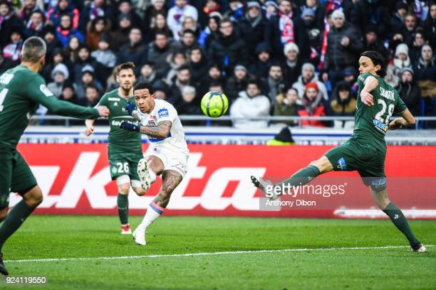 Memphis Depay of Lyon and Neven Subotic of Saint Etienne during the Ligue 1 match between Olympique Lyonnais and AS SaintEtienne at Parc Olympique on...
