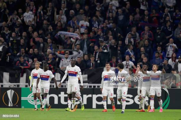 Memphis Depay of Lyon celebrates scoring his sides third goal with his Lyon team mates during the UEFA Europa League group E match between Olympique...