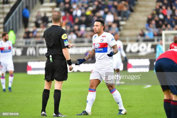 Memphis Depay of Lyon has a discussion with referee Olivier Thual during the Ligue 1 match between Amiens SC and Olympique Lyonnais at Stade de la...