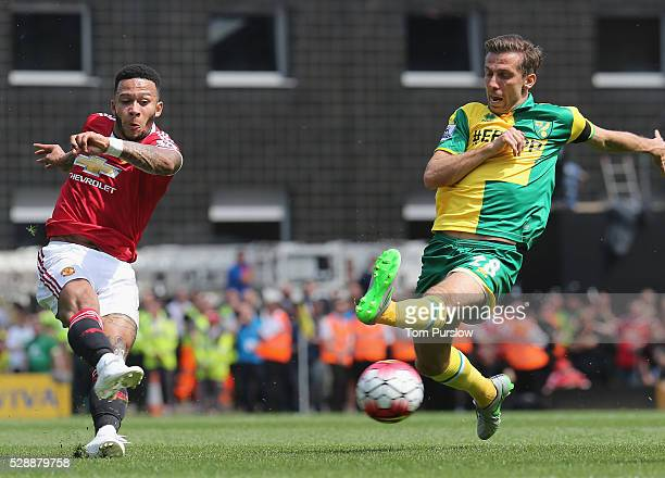 Memphis Depay of Manchester United in action with Gary O'Neil of Norwich City during the Barclays Premier League match between Norwich City and...