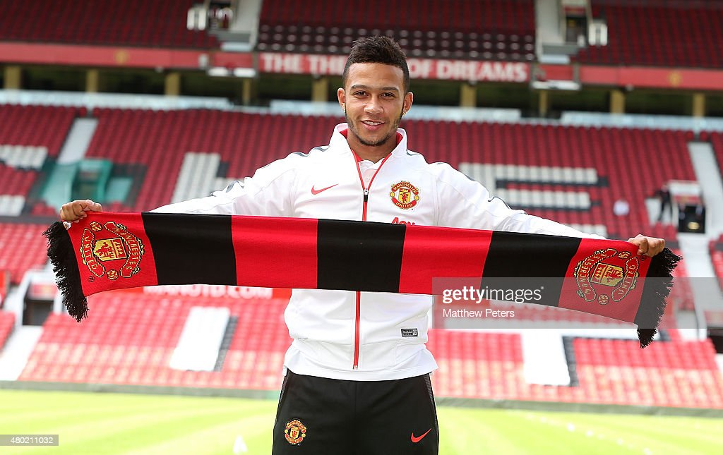 Memphis Depay Welcome Press Conference at Manchester United : News Photo