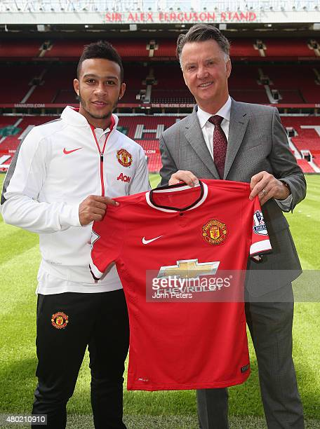 Memphis Depay of Manchester United poses with Manager Louis van Gaal ahead of a press conference to announce his signing at Old Trafford on July 10...