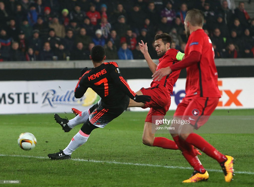Memphis Depay of Manchester United scores their first goal during the UEFA Europe League match between FC Midtjylland and Manchester United on February 18, 2016 at MCH Arena in Herning, Denmark.